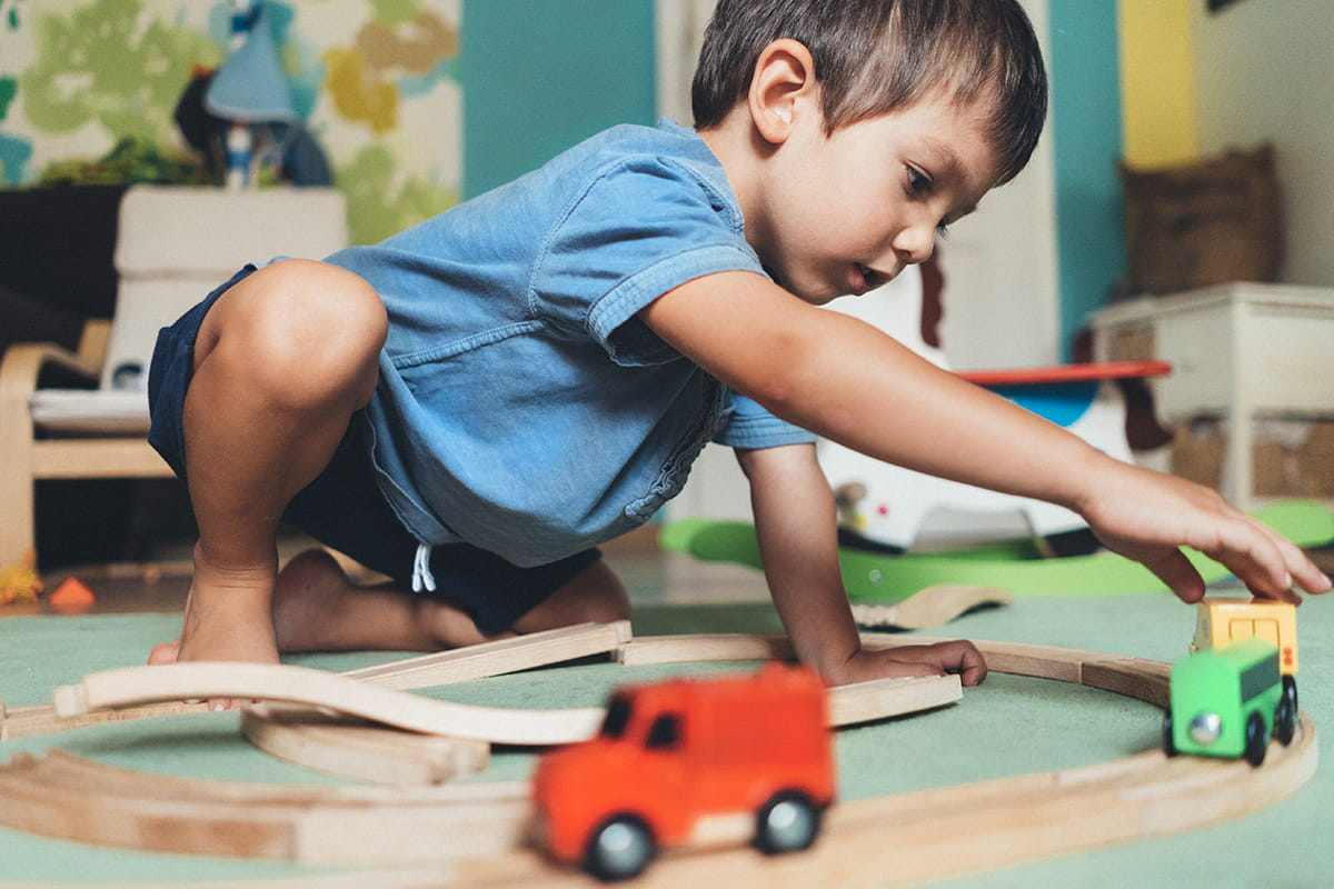 boy-with-cars-playing