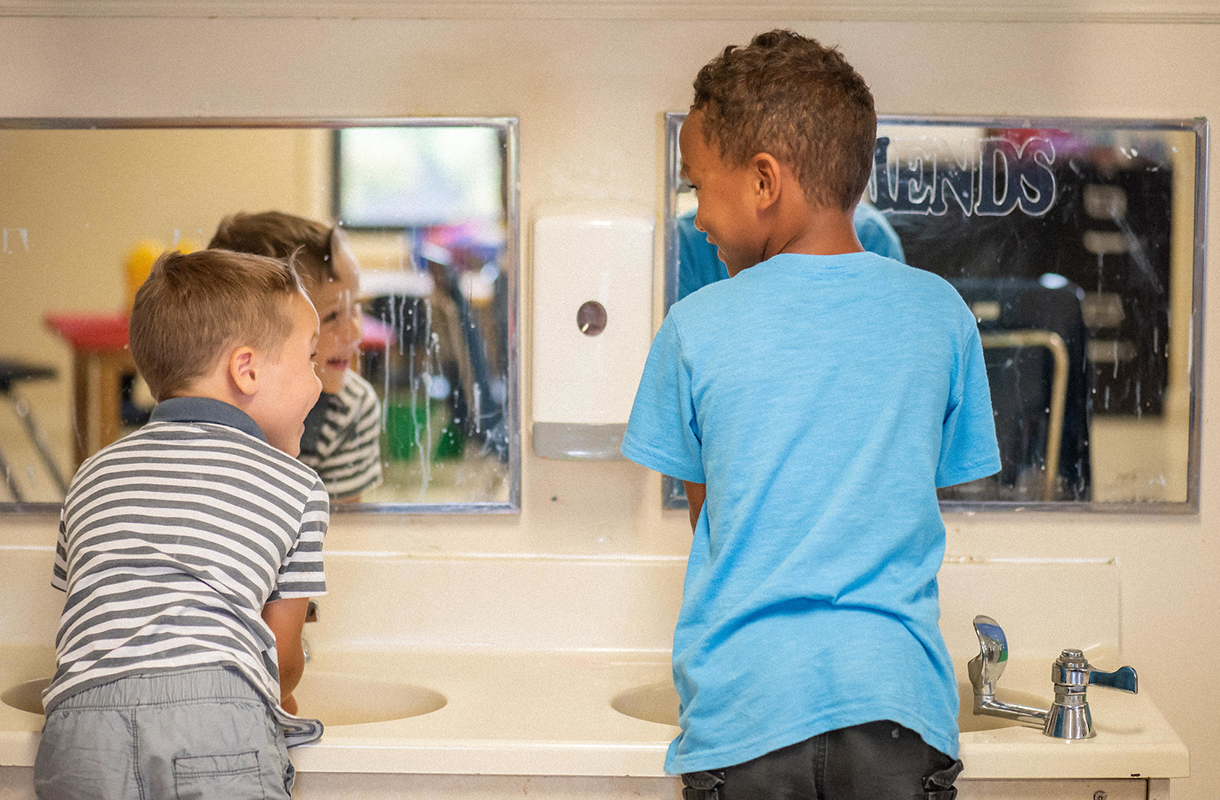 boys-washing-hands