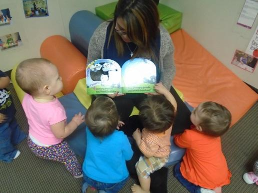 Ms. Yajaira reading to her toddlers...
