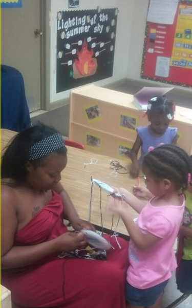 We always enjoy parents helping in the classrooms!