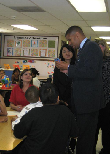 Sacramento Mayor Kevin Johnson inspires children during center visit