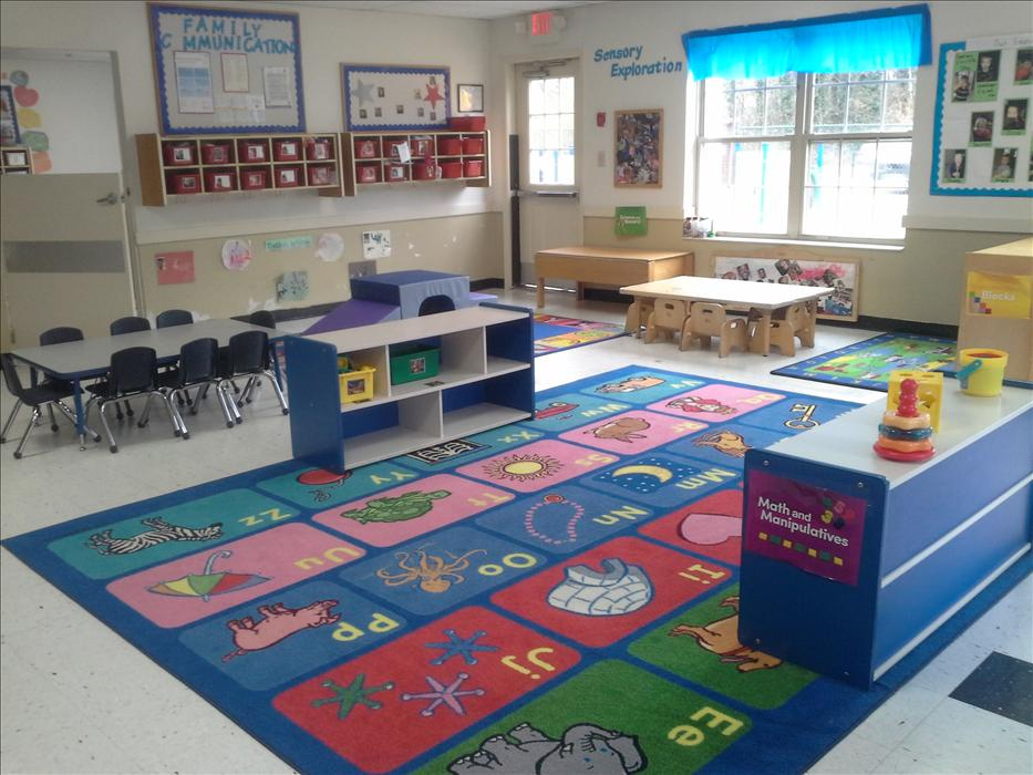 Our toddler room is a fun environment for students 12 to 24 months.