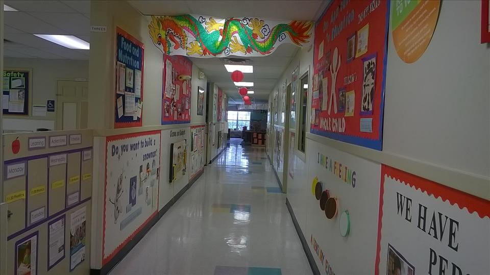 Entrance hallway   Come on in - See what going on for yourself!