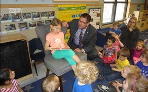 The Bettendorf mayor reads with a Phonics student during Week of the Young Child