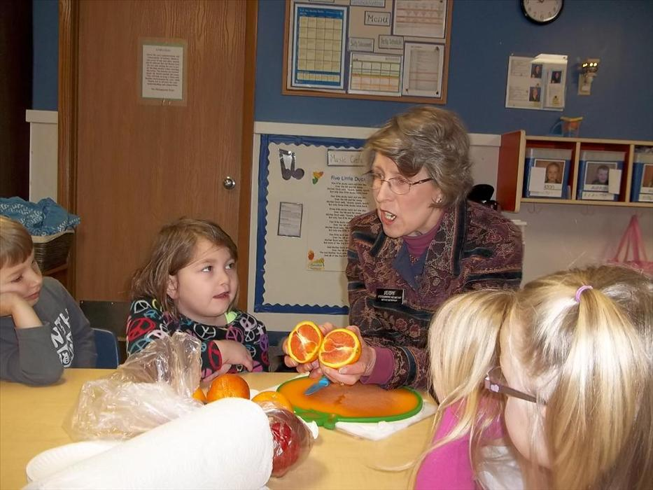 Prekindergarten class learns about nutrition from a local nutritionist