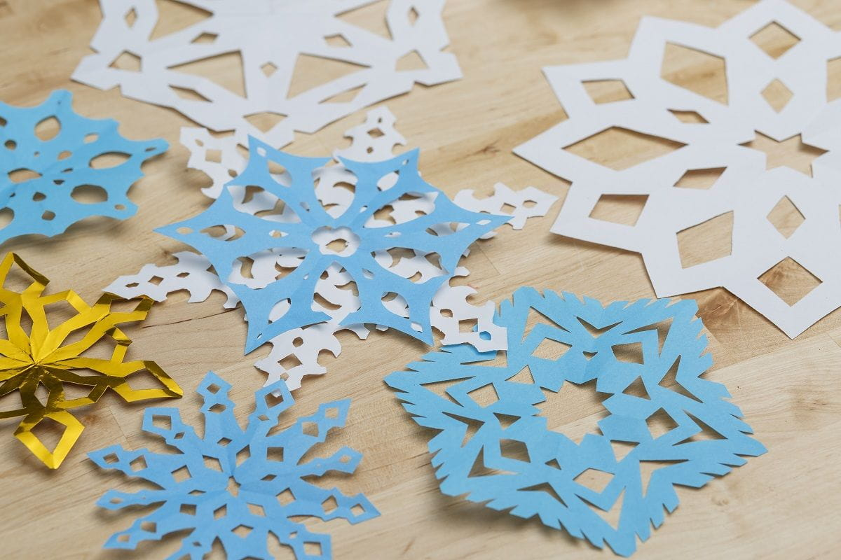 Feature Image Of Finished Paper Snowflakes