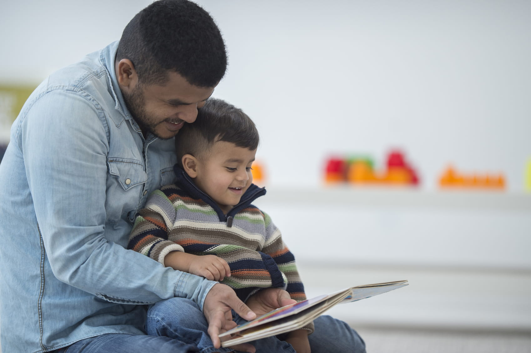 نتيجة بحث الصور عن Father + child + book