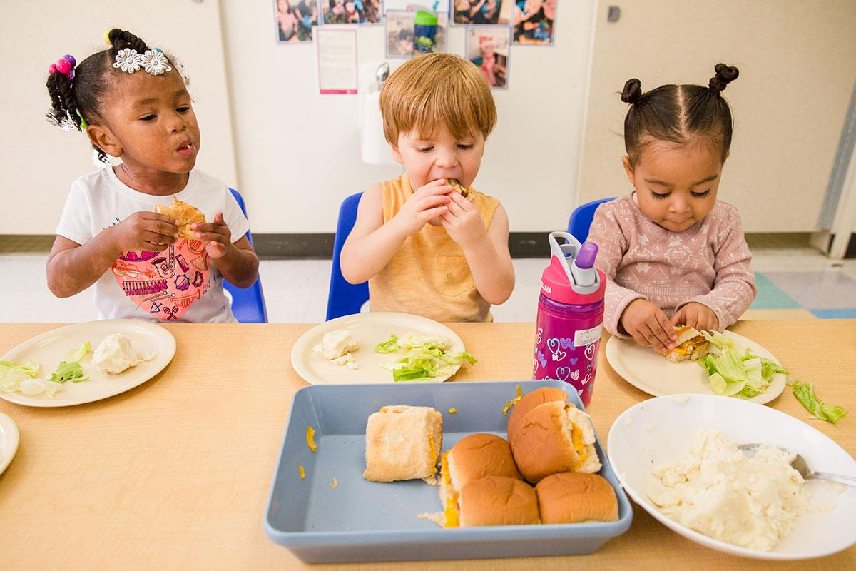"""Such Good Eaters! How """"Family-Style Dining"""" Teaches Kids ..."""